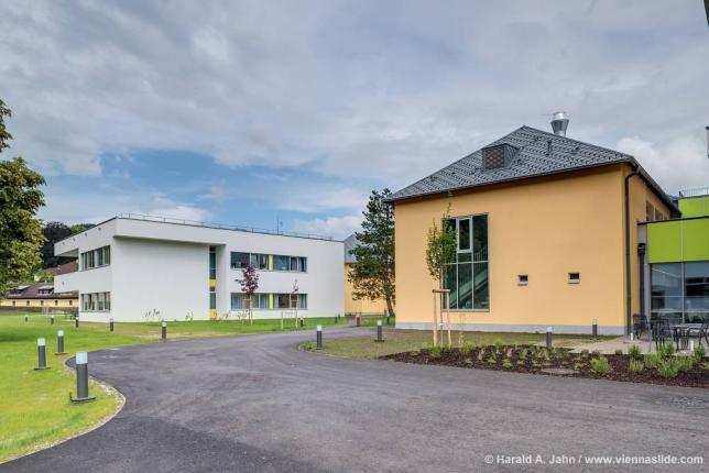 Schulgebäude mit Internat
