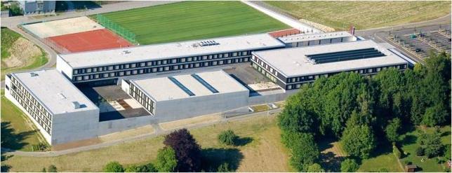 Schule von oben